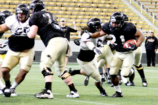 Steven Devine | Argonaut Kris Olugbode reads the defense during Idaho's third spring scrimmage Saturday morning in the Kibbie Dome. Idaho's offense  outscored its defense 60-6 Saturday after the defense dominated the team's second scrimmage. The Vandals will close out their spring  slate Friday for the Silver and Gold scrimmage at 6 p.m. Friday in the Kibbie Dome.