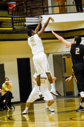 Jay Anderson | Argonaut Sekou Wiggs scores against Northen Kentucky University.