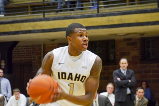 Jay Anderson | Argonaut Sophomore guard Perrion Callandret sets up the offense against Northern Kentucky in Memorial Gym. Idaho lost 79-74 to fall to 2-3 on the season.