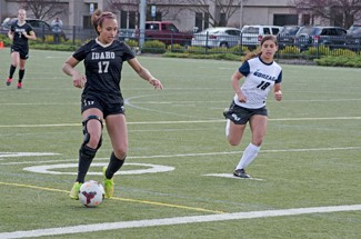 File photo by Nathan Romans | Argonaut Forward Josilyn Daggs dribbles down the field during Idaho's 1-1 tie with Gonzaga March 28 on the SprinTurf. The Vandals beat Spokane Falls Community College 5-0 on Tuesday.