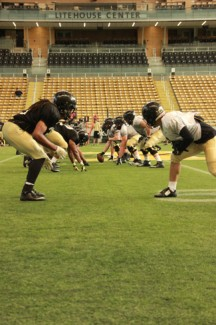 Yishan Chen | Argonaut The Vandal football team practices Wednesday in the Kibbie Dome.